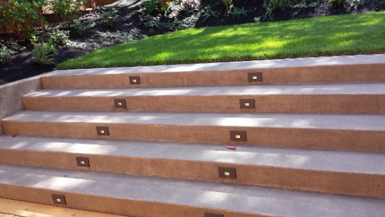 These Juno LED step lights make for a nice entry into the backyard of this Eugene home.