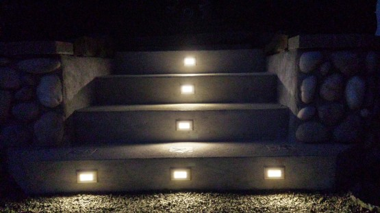 This is the soft glow that these LED step lights give.  Using the 2700k color for the LED's, looks wonderful on this home.